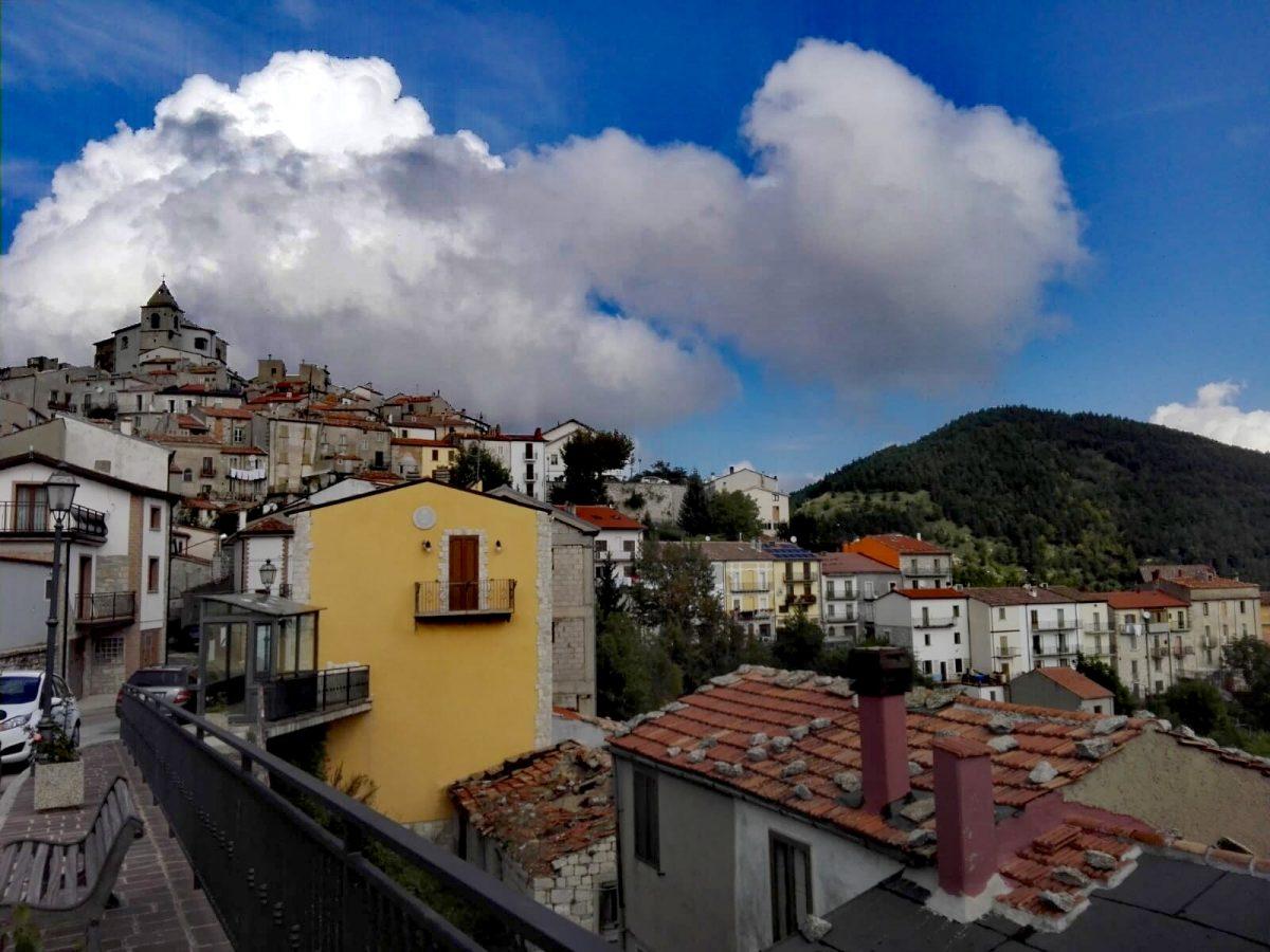 Schiavi di Abruzzo, terra di approdo e di partenze